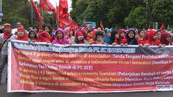 spanduk_solidaritas_SCE_dibentangkan_di_tugu_proklamasi